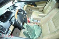 东莞:车停公司被砸窗偷走7万元