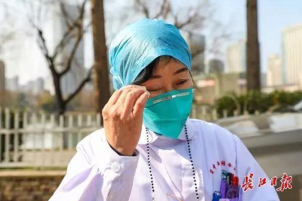 最早判断出疫情并上报的女医生张继先:这次把一生的泪流光了