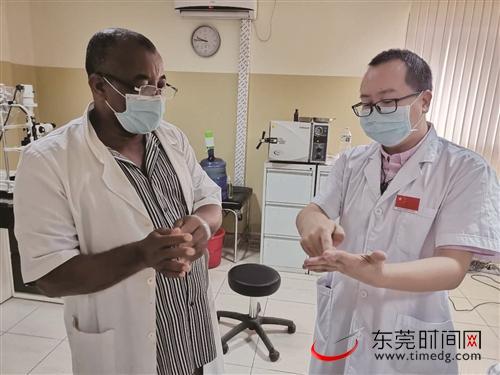 """东莞援非医生助力当地抗疫,为当地打造一道隐形的抗""""疫""""防线"""