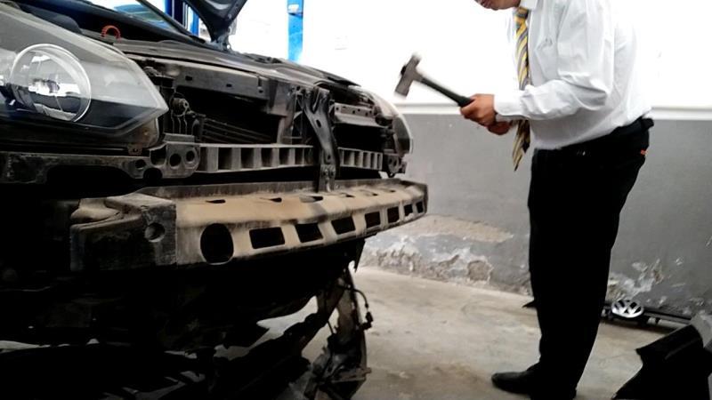 暗访上汽大众、东风日产4S店:砸坏好零件再修 截留油液回收再卖